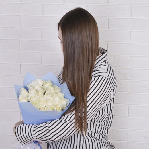 Розы белые 25ш. в упаковке (60см.)
