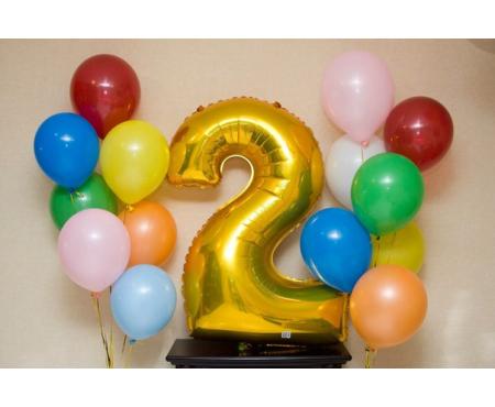 Набор из воздушных шаров с золотой цифрой и фонтаном